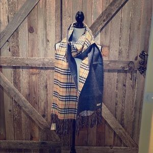 Burberry new scarf reversible 5 inch fringes